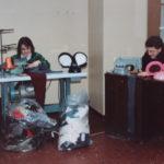.. si taglia e cuce per realizzare da soli i nuovi costumi di carnevale - 1991
